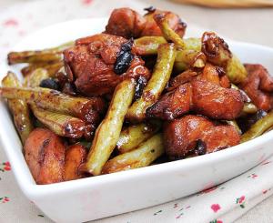 豉香鸡块炖扁豆